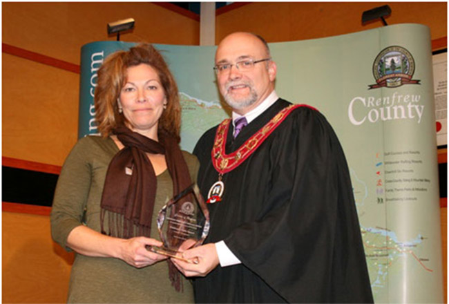 Calabogie Peaks receives Warden's Community Service Award