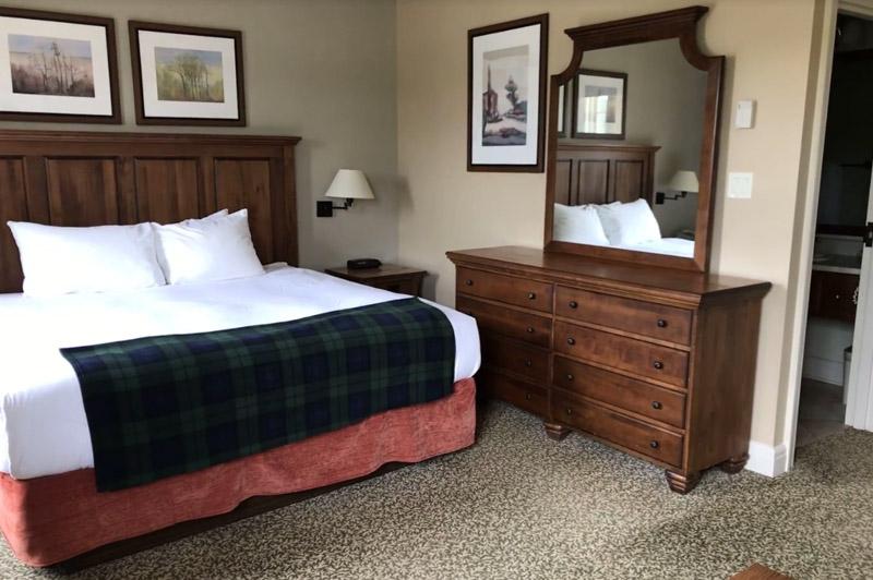 Calabogie Peaks king hotel rooms