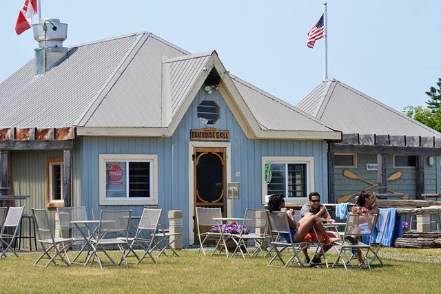 Boathouse Bar and Grill