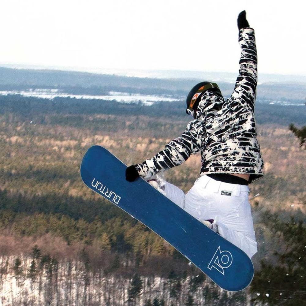 Snowboarding at the Peaks - Ontario getaways