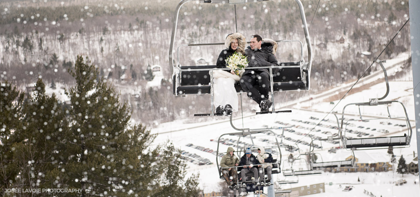 winter wedding at the Peaks on chairlift near ottawa